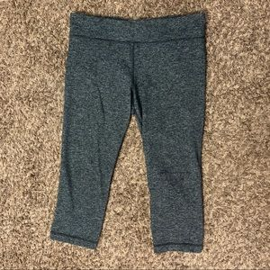 Under Armour heather gray crop leggings